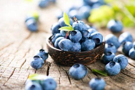 blueberries splash of green